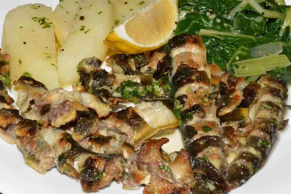 Aal grün mit Salzkartoffeln und Gurkensalat