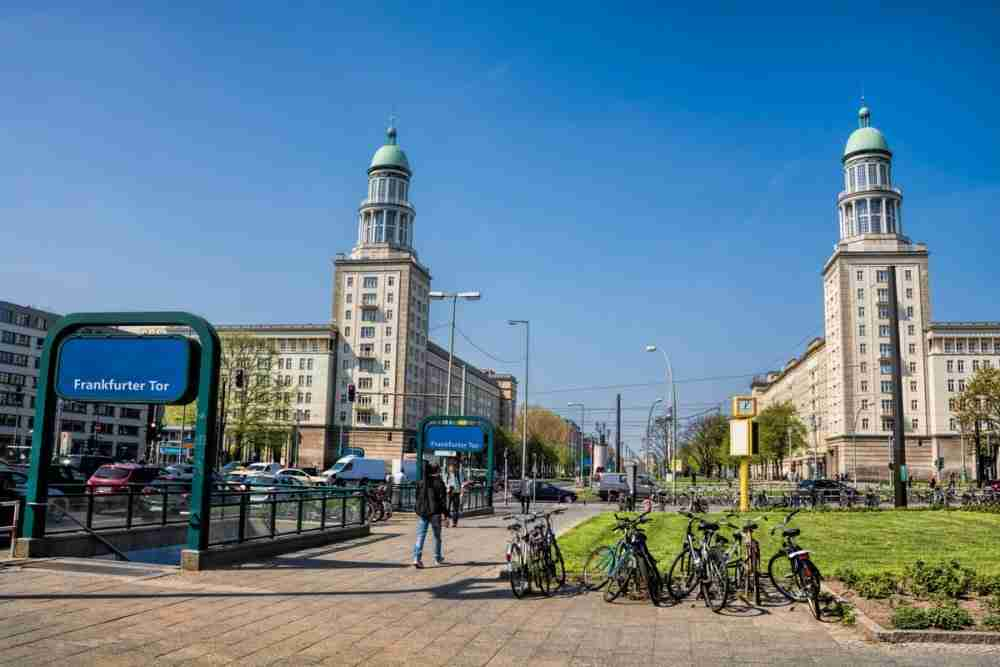 Die Frankfurter Allee in Berlin in Deutschland
