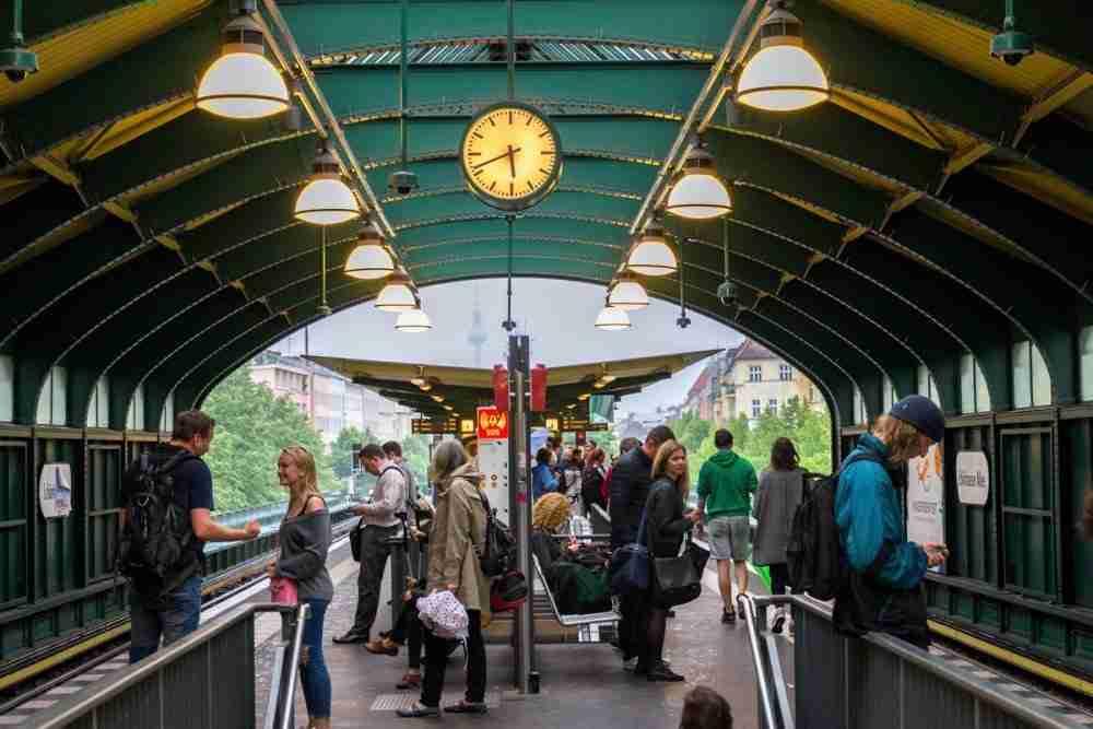 Die Schonhauser Allee in Berlin in Deutschland
