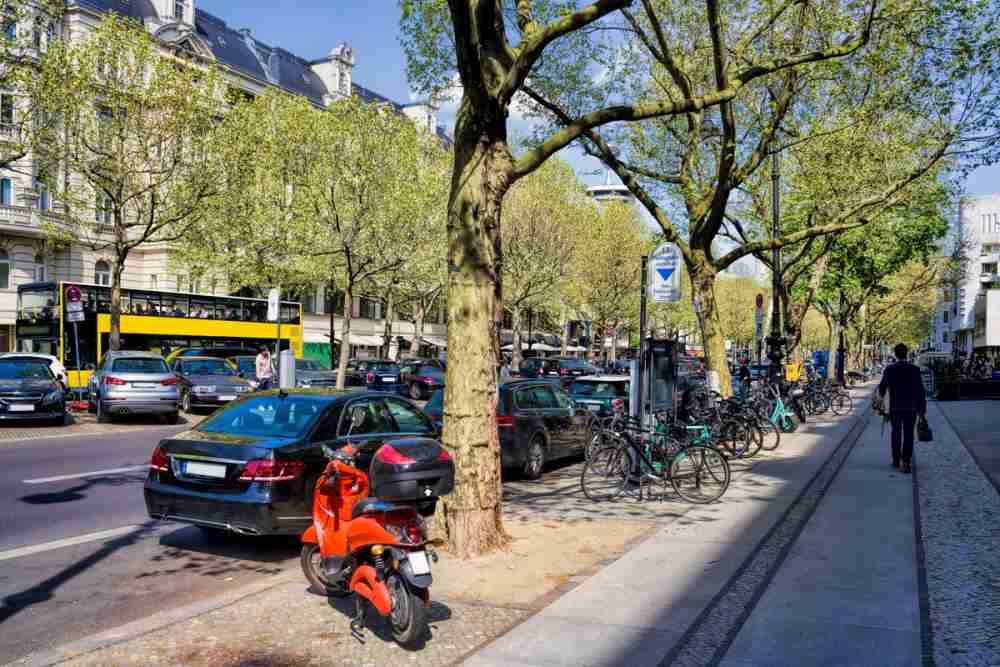Die Wilmersdorfer Strasse in Berlin in Deutschland