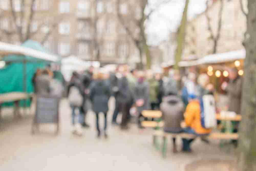 Flohmarkt am Boxhagener Platz in Berlin in Deutschland