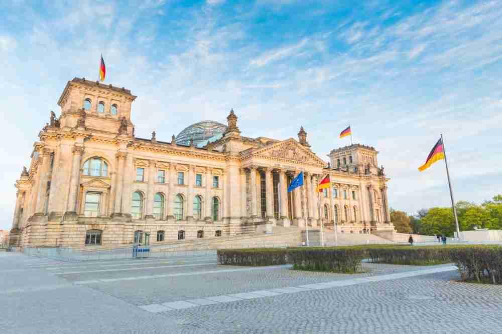 Reichstagsgebäude und Glaskuppel in Berlin in Deutschland